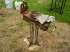 Smithing_Stand_upclose
