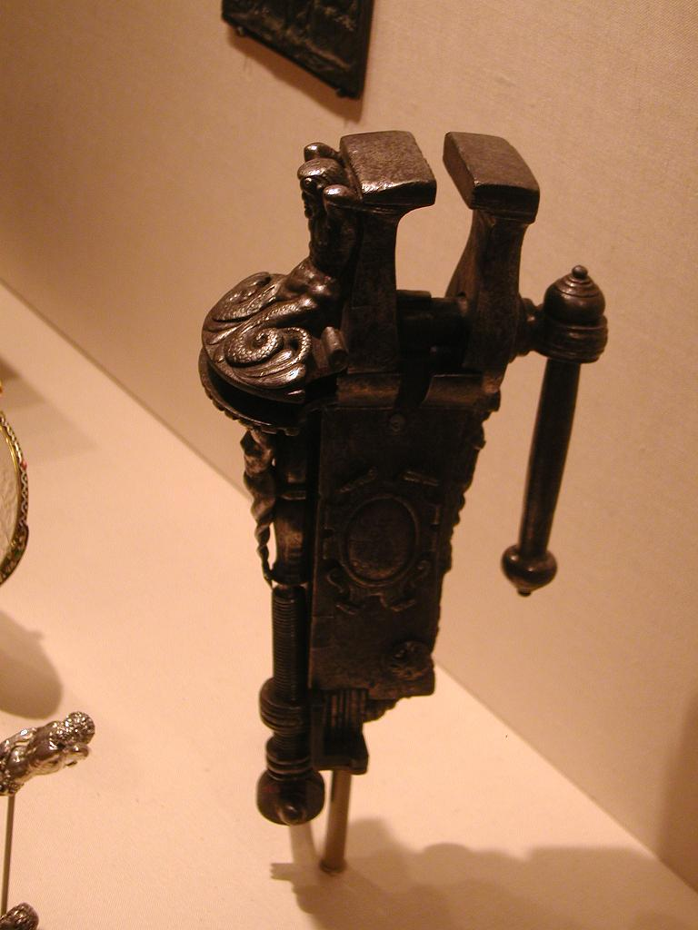 Medival Post Vise - Met Museum - New York