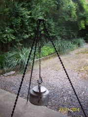 Twisted campfire tripod