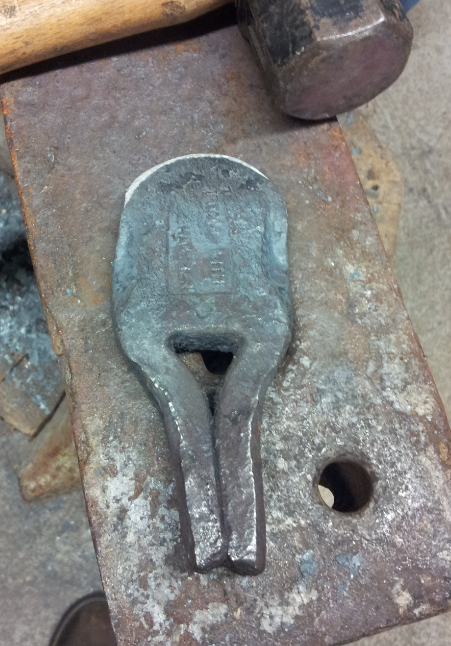Hot cut hardy tool from auger tooth