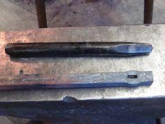 V-shaped slitting chisel