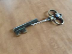 219 Faux key/corkscrew