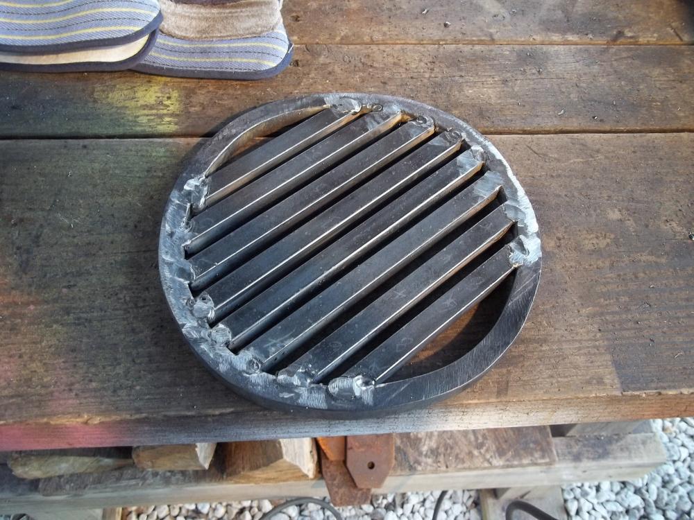 Firepot grate half inch steel bar.JPG