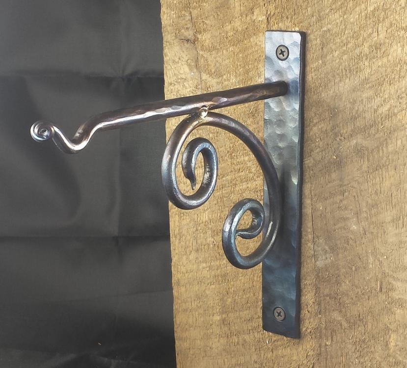 hanger:scrolll.jpg
