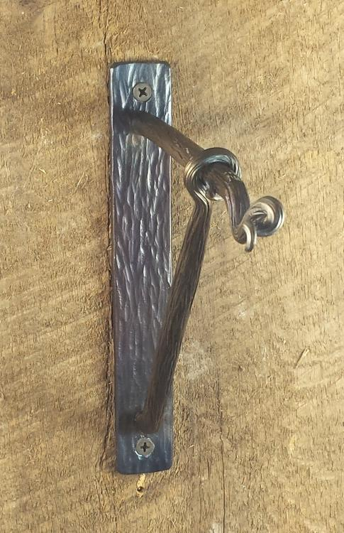 hanger:bark.jpg