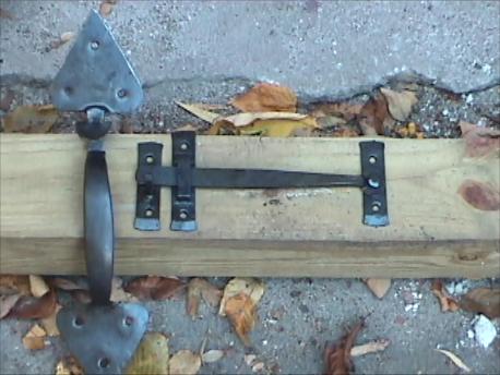Arrow pattern Suffolk latch