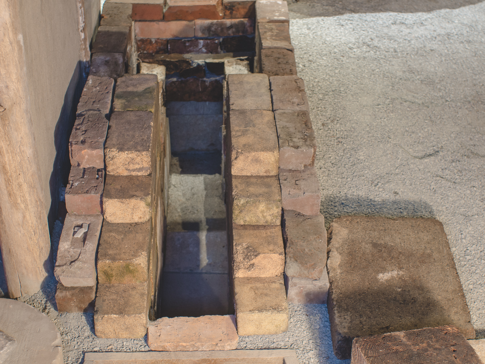 Brick Blacksmith Forge : General help on a brick forge needing info solid fuel