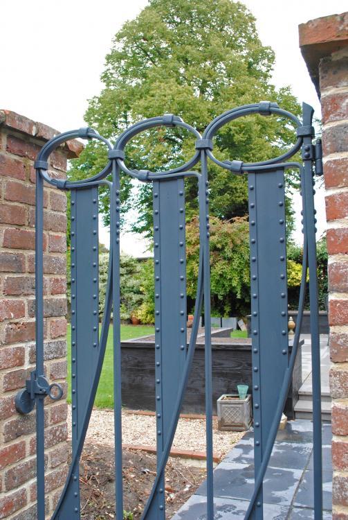 Riveted-gate-009a.thumb.jpg.17b5f9466773e379ed8619a7ae41d8eb.jpg