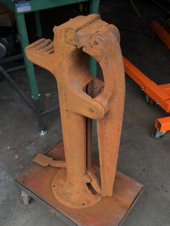foot-vise-restoration-1.thumb.jpg.5f91342acfc3bd176b8412007e3338f9.jpg