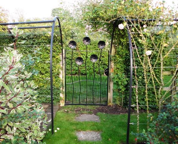 Daisy-Gate-Salisbury-1.jpg
