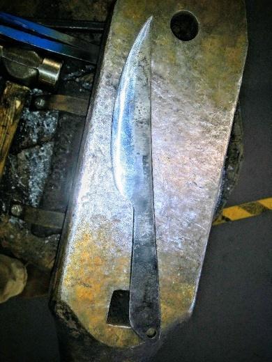 studentknife2_2-780x1040_resized.jpg