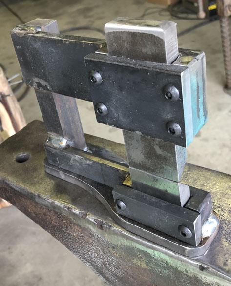 guillotine.jpg.5fb76e9194bb7fcda662fd87ef4655de.jpg
